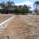 敷地北西側から東方向を撮影。石垣の南側が敷地。