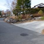 公道接面部分に2台分の駐車スペース。