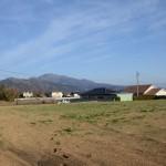 敷地北西側から東方向を撮影。茅が岳を眺望。
