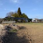 敷地南西側から北方向。北には民家が1軒あり。