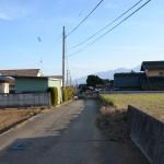 敷地東側公道の北側から南方向を撮影。