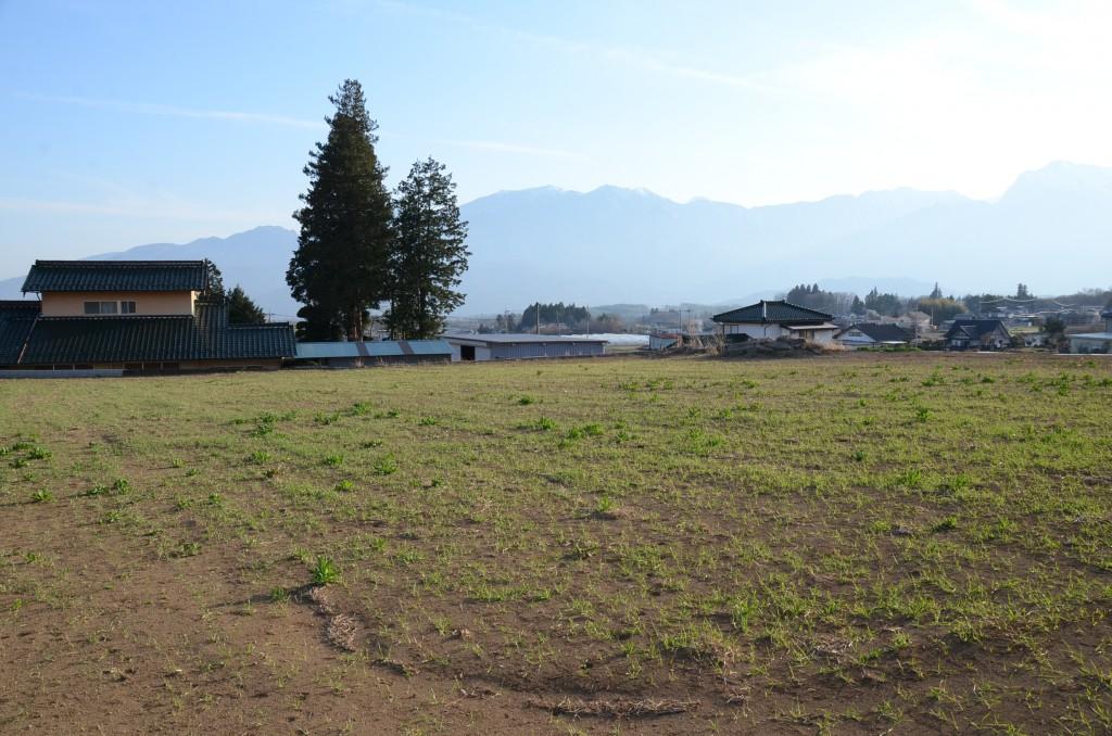 敷地北側から南西方向を撮影。南アルプスを眺望。