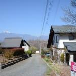 敷地東南側から西方向を撮影。南アルプス甲斐駒ヶ岳を眺望できます。