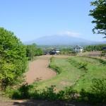 敷地北側から北方向の眺望。田畑の向こうに八ヶ岳。