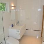 浴室からトイレ・洗面方向を撮影。