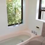 1坪大の浴室。追い焚き機能付きオートバス。乾燥暖房機能付き。
