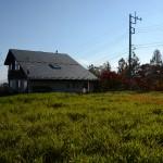 敷地北東側から南西方向を撮影。敷地は草地部分。南アルプスを眺望。