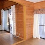 西側6畳洋室から東南方向(リビング方向)を撮影。