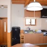 キッチン・玄関方向を撮影。