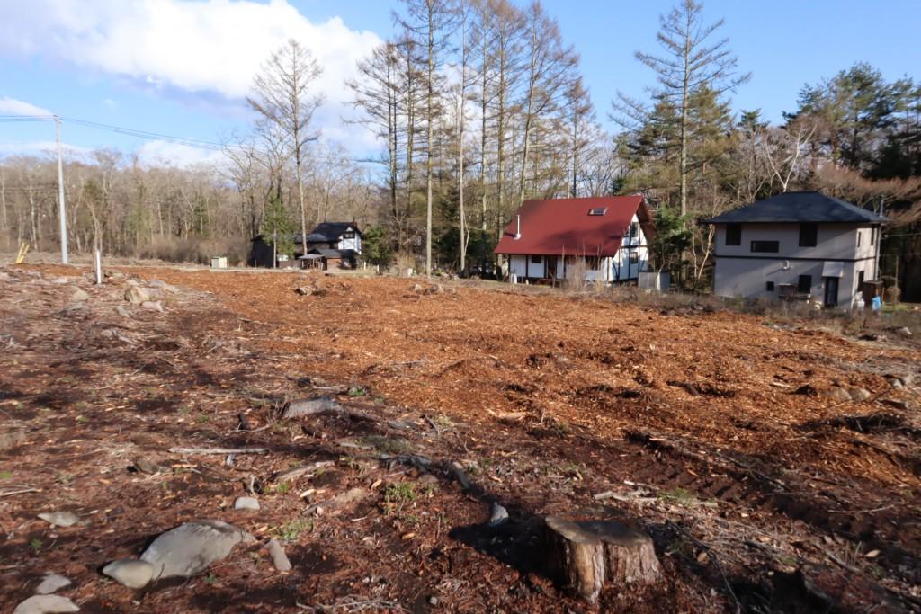 敷地北西側から東南方向を撮影。