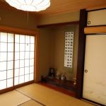 1階北西側の床の間付き和室8畳。