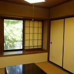 南西側の和室4.5畳。西側は出窓。