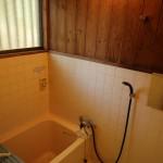 浴室。浴槽を含め過去にリフォーム済。