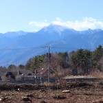 敷地西側中央付近から南西方向を撮影。南アルプス甲斐駒ヶ岳を眺望。