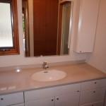 浴室に隣接する洗面室。