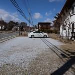 駐車場の南側から北方向を撮影。左側の道路が県道28号線。