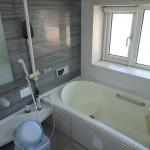 窓の大きな浴室