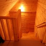 2階から階段部分を撮影。
