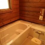 浴室。追い焚き機能付き。