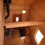 2階ホールから玄関方向を撮影。