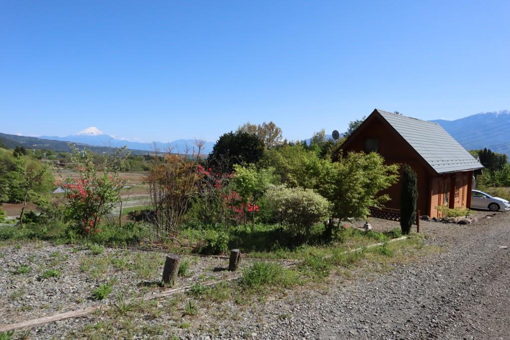 物件北東側から撮影。富士山と南アルプスを眺望。