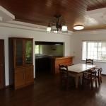 和室側からリビング・キッチン方向を撮影