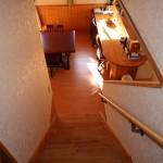 階段からダイニング方向を撮影