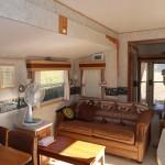 キッチン側から東方向のリビングスペースを撮影。