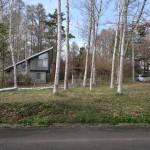 物件南側から北方向を撮影。北側隣地の西側に別荘あり。
